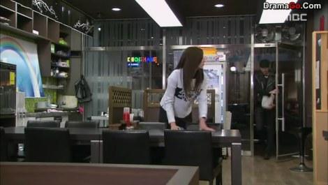 16-youngwon datang ke resto